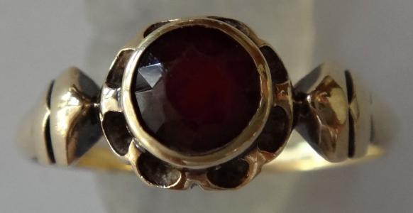 Zlatý prstýnek, se šípy - rudý kámen (1).JPG