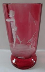 Růžová sklenička s  bílou postavou chlapce (1).JPG