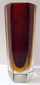 Malá vázička , s tmavým rubínovým sklem - Murano (1).JPG