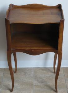 Malý stolek s velkou přihrádkou a srdcem (1).JPG