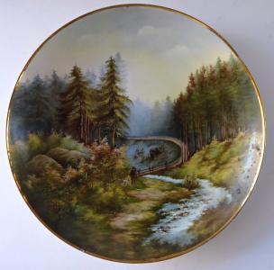 Malovaný porcelánový talíř, s myslivcem a psem (1).JPG