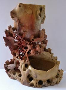 Velký čínský stojánek z řezaného mastku (1).JPG