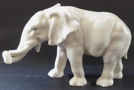 Stojící slon - Karl Ens, Volkstedt - Rudolstadt (1).JPG