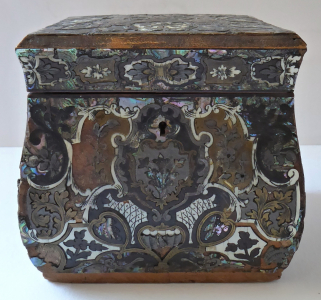 Barokní krabička, vykládaná technikou Boullé (1).JPG