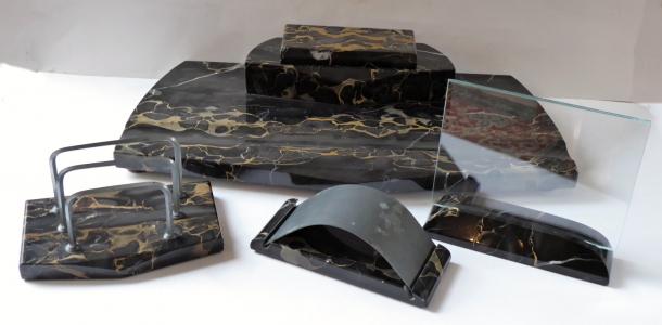 Stolní souprava z černého mramoru, s kalamářem (1).JPG