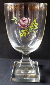 Sklenice s růží, hraněná podstava - Empír (1).JPG