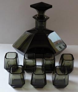 Karafa a sedm pohárků, art deko, kouřové sklo (1).JPG