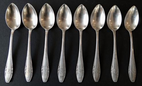 Osm stříbrných lžiček - Hugo Sandig, Breslau (1).JPG