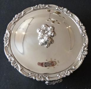 Biedermeierová stříbrná miska, s víčkem - Stephan Mayerhofer, Vídeň  1835 (1).JPG