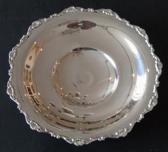 Kulatá stříbrná mísa, nízké nožky - Gregio Rino, Padova (1).JPG