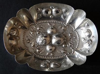 Neorenesanční stříbrná miska, s ovocem (1).JPG