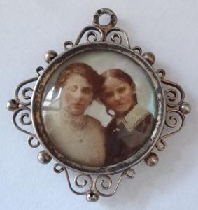 Kulatý stříbrný medailon, s fotografií - Vídeň (1).JPG