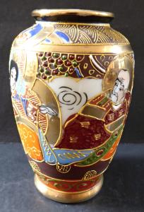 Malá vázička s čínskými motivy (1).JPG