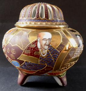 Čínské porcelánové vykuřovadlo, s figurálními motivy (1).JPG