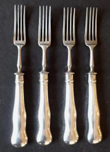 Čtyři stříbrné menší vidličky (1).JPG