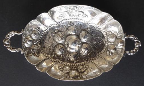 Neorenesanční stříbrná miska s úchyty - Neresheimer, Hanau (1).JPG