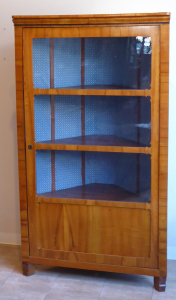 Rohová třešnová vitrína - pozdní biedermeier (1).JPG