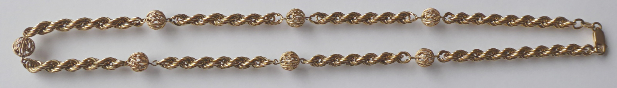 Zlatý splétaný řetízek, s kuličkami (1).JPG
