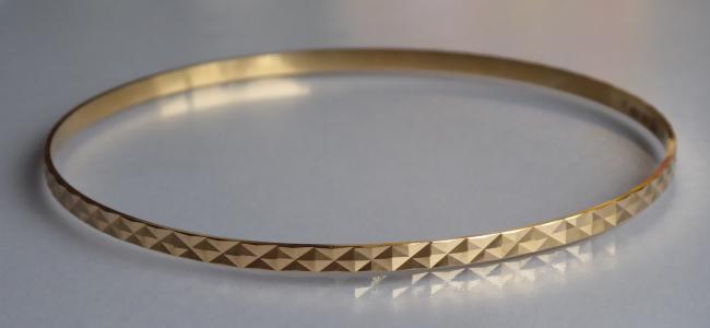 Kruhový zlatý náramek - geometrický ornament (1).JPG