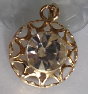 Kulatý zlatý přívěsek s čirým kamínkem (1).JPG