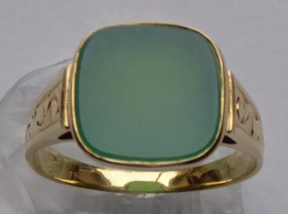 Gravírovaný zlatý prstýnek s chrysoprasem (1).JPG