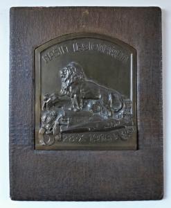 Plaketa našim legionářům - bronzová patina (1).JPG