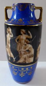 Malá porcelánová amfora (1).JPG