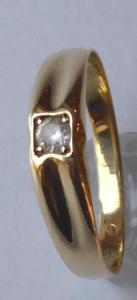 Zlatý prstýnek s čtvercovou korunkou a safírem (1).JPG