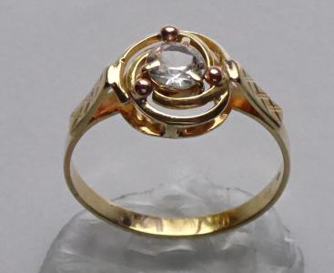Zlatý prstýnek se spirálou a safírem (1).JPG