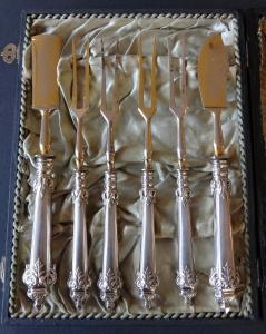 Čtyři vidličky, nůž na sýr a máslo - stříbro, Německo 1888 - 1900 (1).JPG