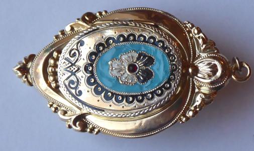 Stříbrný medailon se smaltem a maceškou - Biedermeier (1).JPG