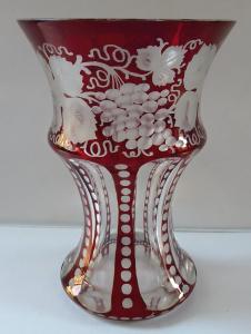 Vázička s vinnými listy a hrozny, s rubínovou lazurou (1).JPG