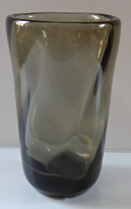 Váza z kouřového skla - František Pečený (1).JPG