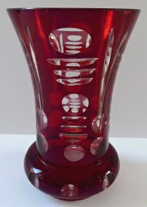 Rubínová broušená sklenička (1).JPG