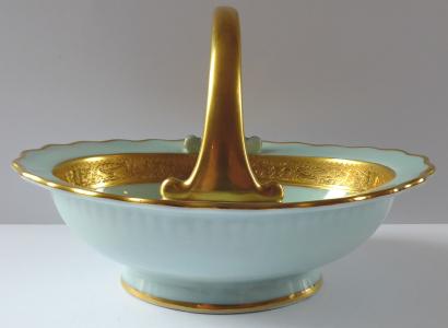 Porcelánový košíček se zlaceným ornamentem a úchytem - Gloria (1).JPG