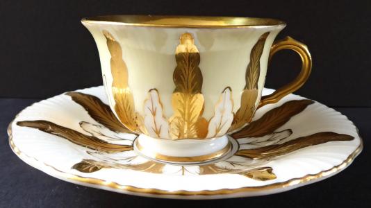 Moka šálek se zlaceným ornamentem - Schmieger & Söhne, Schönfeld (1).JPG