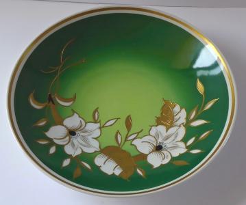 Talíř zelený, s reliéfními zlacenými květy - Wallendorf (1).JPG