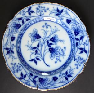 Talíř s modrými květinami - Knoll, Carlsbad (1).JPG