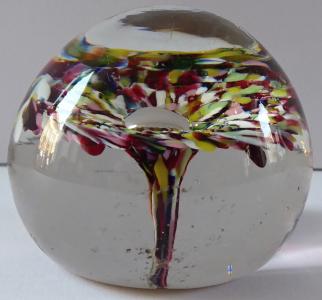 Malé skleněné těžítko s květem (1).JPG