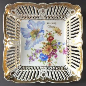 Čtvercová miska s květy, prořezávaným okrajem - Karlovy Vary (1).JPG