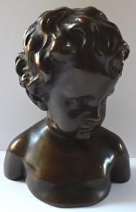 Bysta chlapce s kučeravými vlasy, bronzová patina (1).JPG