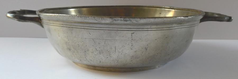 Cínová miska, s rokokovými úchyty (1).JPG