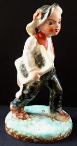 Soška chlapce v kroji - Dittmar Urbach (1).JPG
