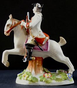 Voják na bílém koni, s puškou a květinami (1).JPG