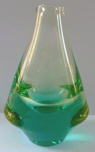 Vázička s masivní základnou, zelená - Železný Brod (1).JPG