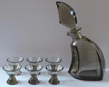 Karafa se skleničkami, kouřové sklo - Art - deko (1).JPG