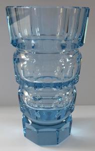 Váza z akvamarínového skla, broušená - Desná (1).JPG