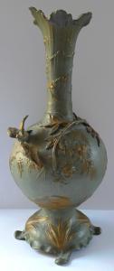 Secesní kovová váza s ptáčky a žabakami (1).JPG