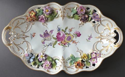 Dekorativní mísa s malovanými a reliéfními květy a zlacením (1).JPG