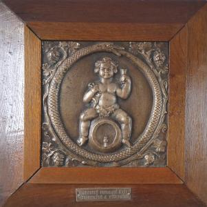 Bronzový reliéf - starobylý štít hostinských (1).JPG